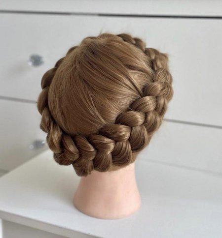 Milkmaid braid by Leyla