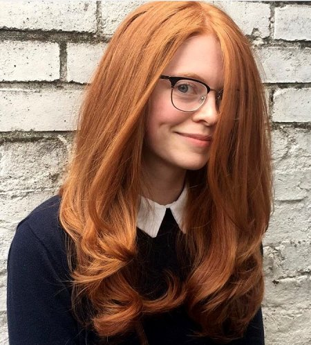 A beautiful bouncy blowdry to enhance the natural redhead in you. Using Redken Frizzdismiss to neautralise the frizz. Hiar done by Thea at the klinik hairdressing.