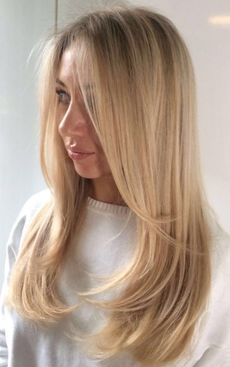 Finely weaved highlights to give a baby beach blonde finish at the klinik salon London