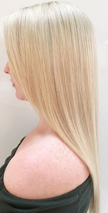 Sper straight hair highlighted light blonde by Wella and Olaplex at the klinik salon London by Leyla our graduate stylist.