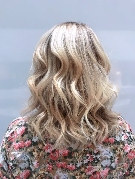 Off the shoulder length hair highlighted by Anna at the klinik hairdressing and finished off giving it a soft beachy wave with the GHD irons