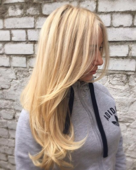 a beautifully applied highlight done by Leyla at the klinik hairdressing London