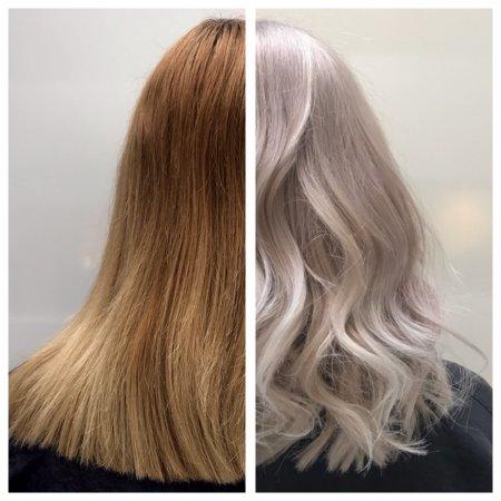Dark blonde box dye going to a platinum blonde using Wella and Olaplex done by Anna at the klinik hairdressing London