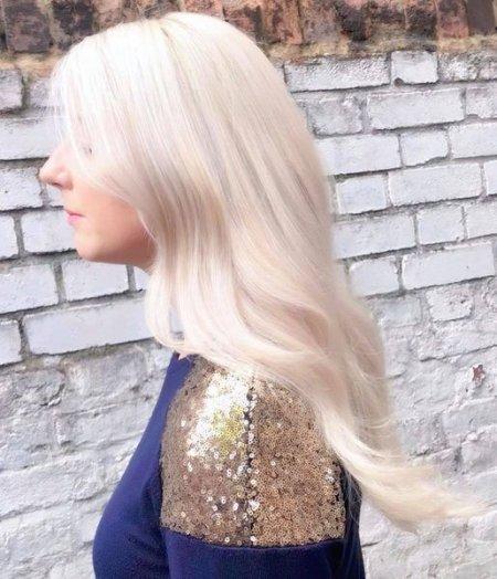 Snow white long hair at the klinik salon London