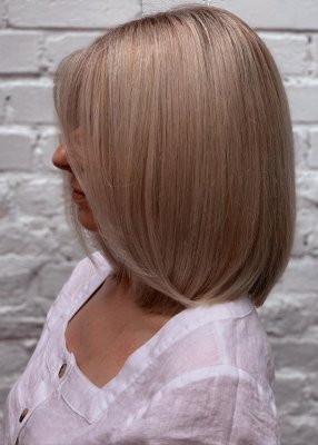 Creamy blonde highlights on a shoulderlength bob done by Anna at the klinik salon