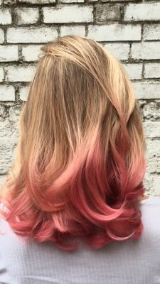 Blonde hair being coloured pink by colorworx and blondme using Olaplex throughout by Thea at the kloinik hairdressing London
