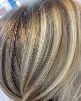many tones og highlights throughout a blonde hair close up photo, the klinik salon
