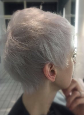 Short pixie hair being pre lightened by Wella Blondor and after using Goldwell colorance toner to create this icy cool blonde by Jenni at the klinik hairdressing in London.