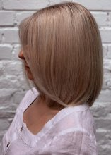 Creamy blonde highlights on a shoulderlength bob done by Anna at the klinik salon