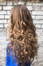 Natural curly hair has been given texture by giving it a natural sunkissed balayage by Leyla at the klinik hairdressing London.
