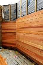 Garden fence in cedar wood is being built at the klinik hairdressing London