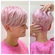 Short hair being coloured pink by Leyla at the klinik with matching nails and top, tripple pink!